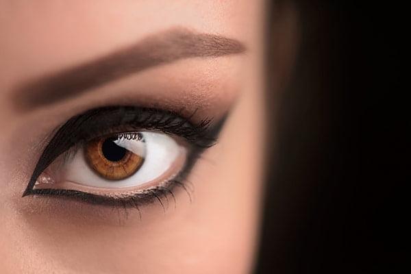 Powiększa oczy